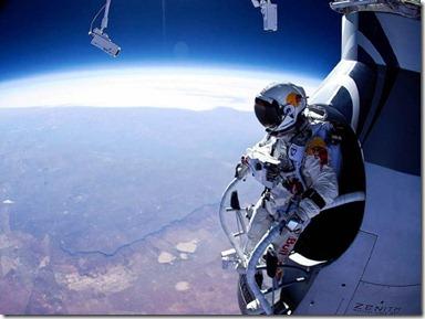 felix baumgartner redbull jump - unpocogeek.com