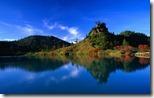 草津白根 弓池 (Reflection of Autumn Trees in Yumi-ike Pond, Gunma Prefecture, Japan)
