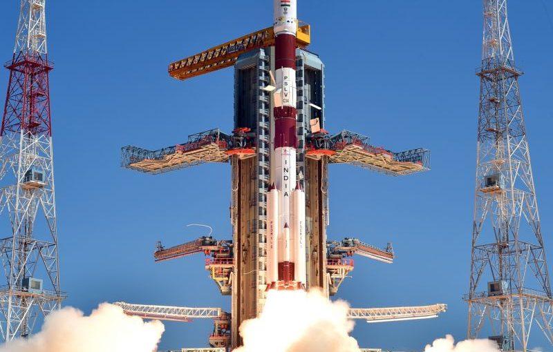 India lanza 20 satélites al espacio de una sola vez