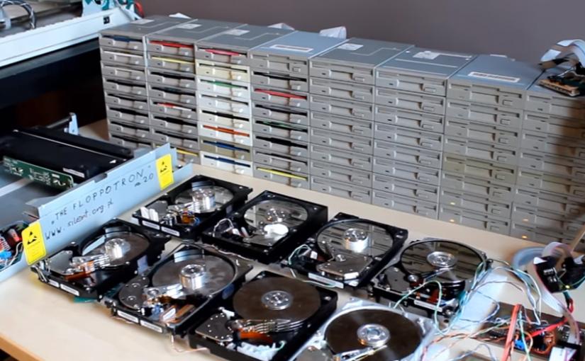 Música de inicio de Game of Thrones con disqueteras, escáneres y discos