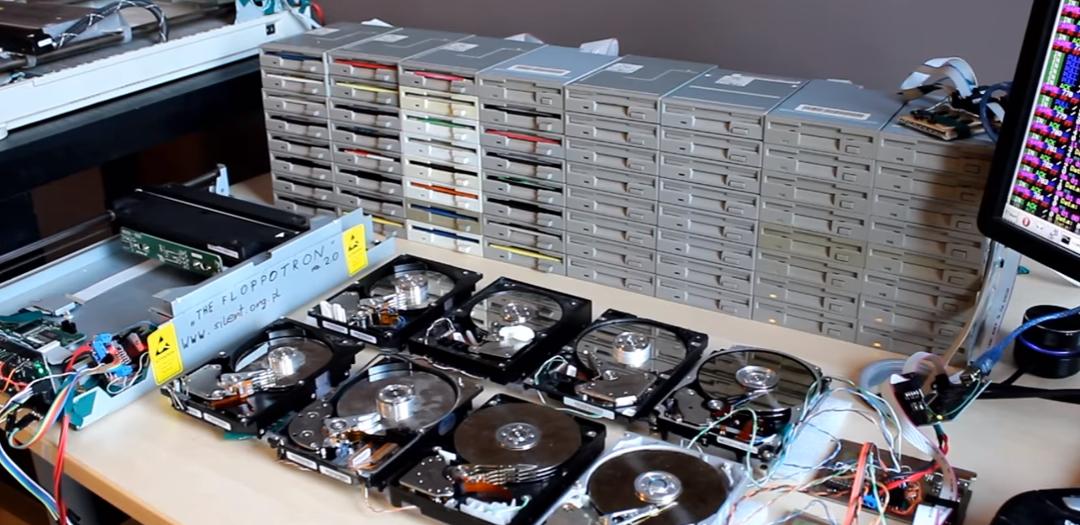 Game of Thrones intro con disqueteras