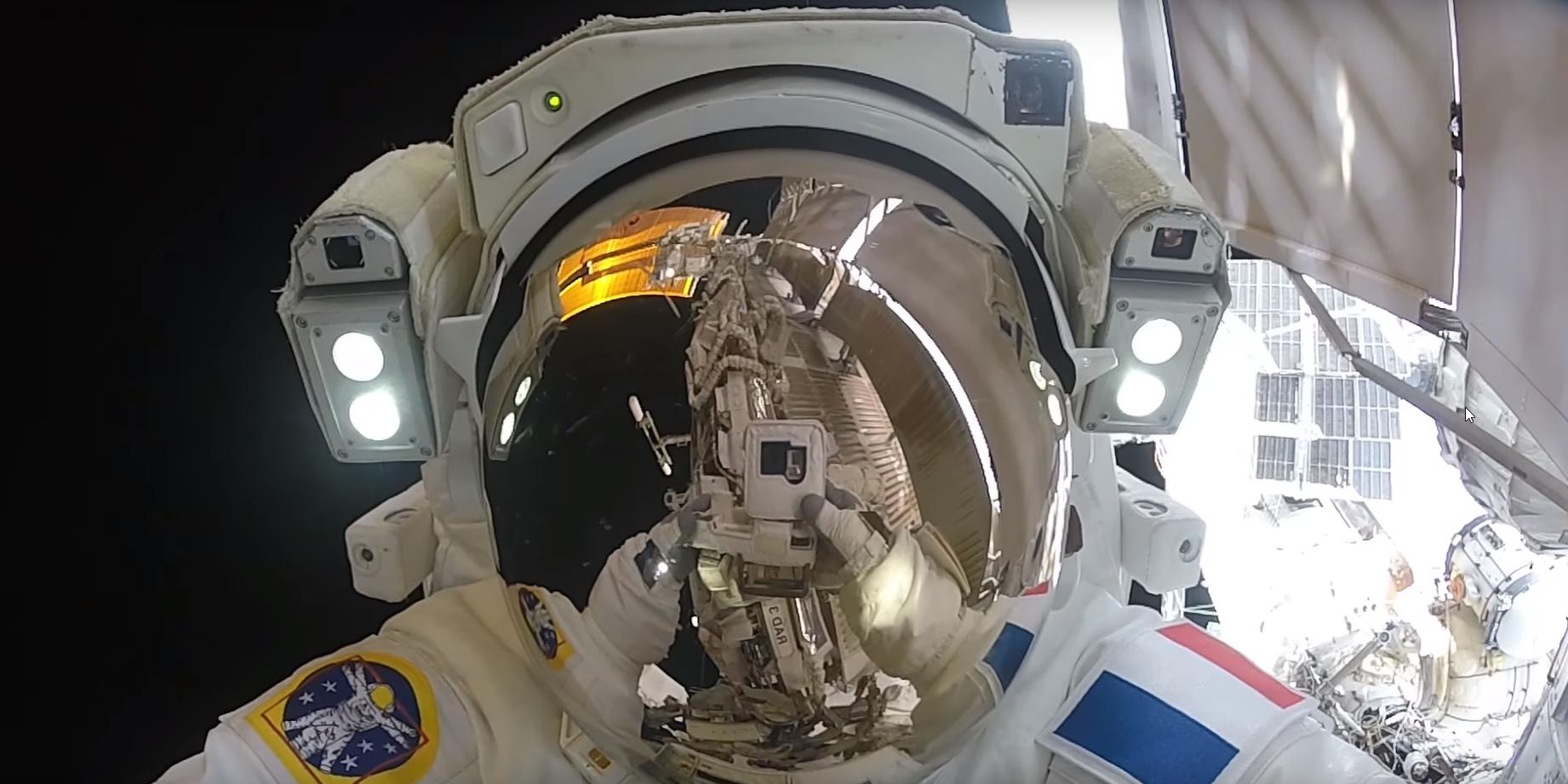 caminata espacial en la estación espacial internacional nasa