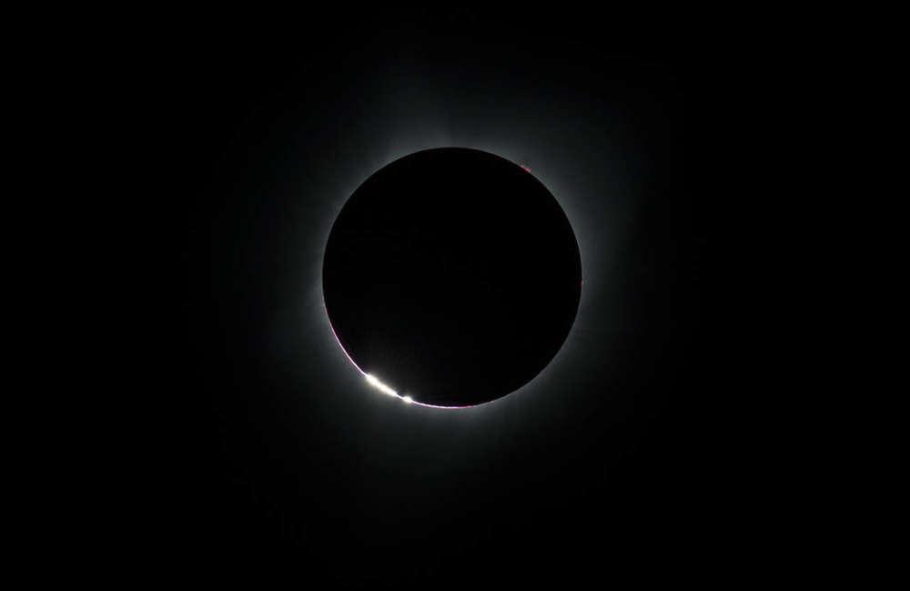 El efecto de Cuentas de Bailey, visto justo antes de que el eclipse solar total. NASA / Aubrey Gemignani