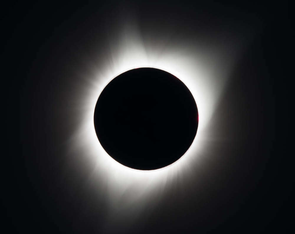 El evento principal: el eclipse solar total del Sol el 21 de agosto de 2017, como se ve desde Madras, Oregon. NASA / Aubrey Gemignani