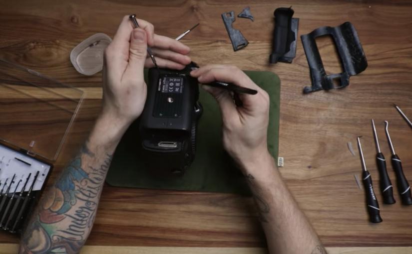 Desarmando una cámara fotográfica de 6000 dólares sin conocimiento alguno