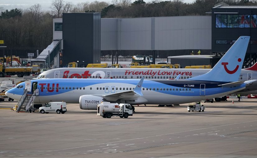 Boeing tiene tantos 737 Max en tierra que los tiene que estacionar en el estacionamiento de una de sus fabricas